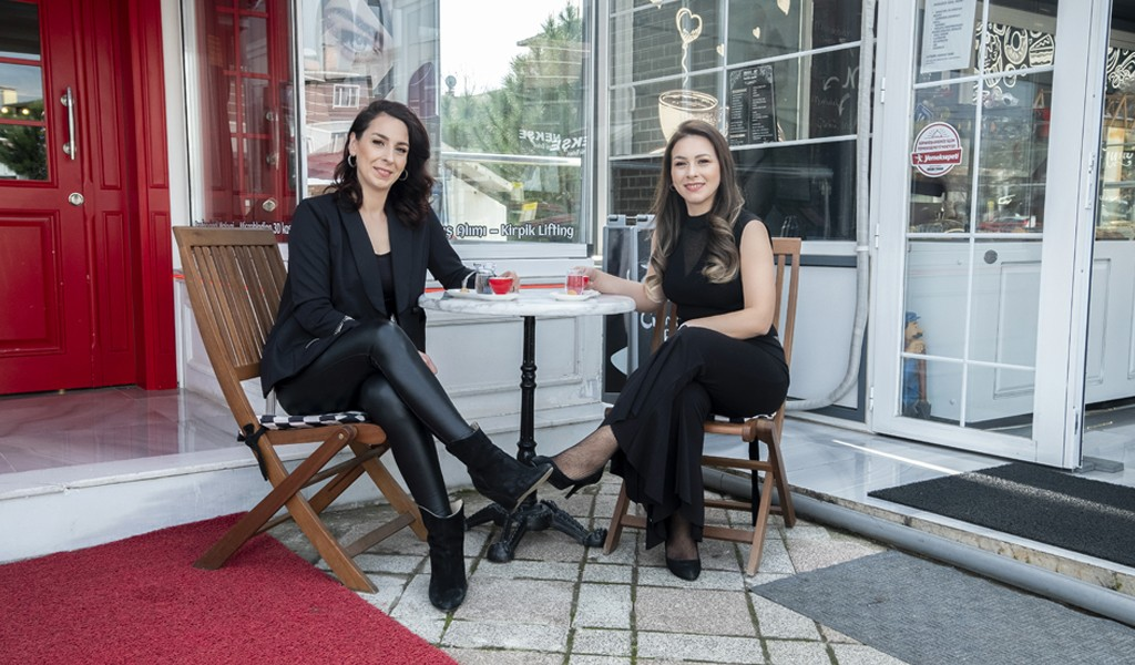 Kardeşlikten İki Farklı Konseptli Ortaklığa  Şule Alatağ Make-up Studio Ve Made-up Cafe