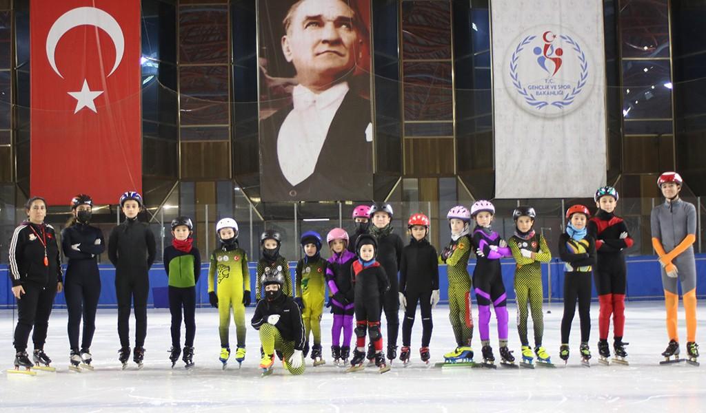 Kocaeli Short Track Sporcuları Erzurum'dan Kupalar İle Döndü